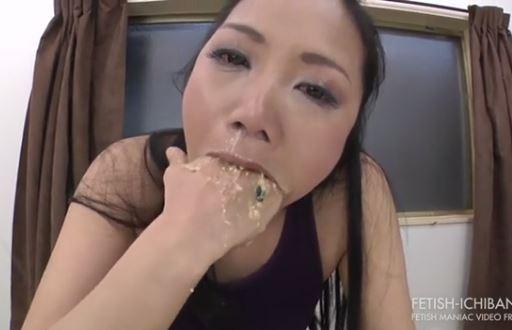 もらいゲロ注意!!美女が鼻水垂らしながらボウルなみなみのゲロを吐いてまた飲む