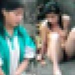 ※【イジメ動画】これはヒドすぎやろ;_;全裸にされマ○コ丸出しオナニーを強要される中国の可愛いアスペの女の子