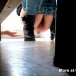 ※トイレでウンコをしようとしている女の子の女性器を隙間から手を入れて触ってみた